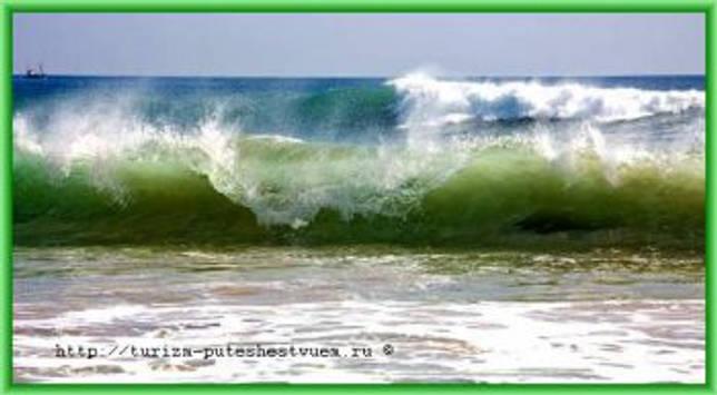 Прибой у океанского берега